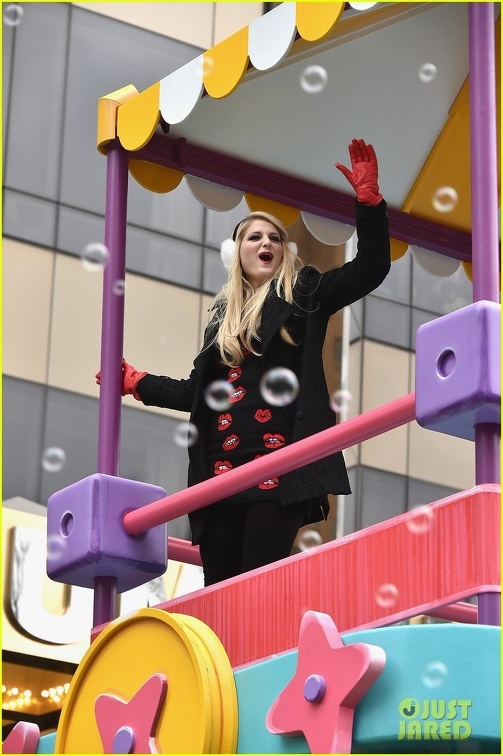meghan-trainor-macys-thanksgiving-day-parade-06