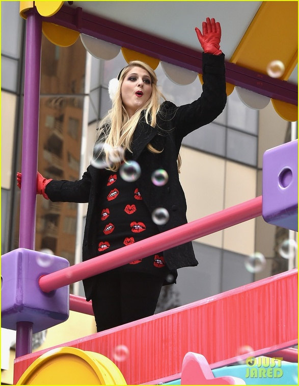 meghan-trainor-macys-thanksgiving-day-parade-08