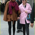 taylor-swift-holds-hands-lena-dunham-01