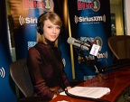 taylor-swift-airs-live-on-siriusxm-hits-1-at-siriusxm-studios-october-2014 3