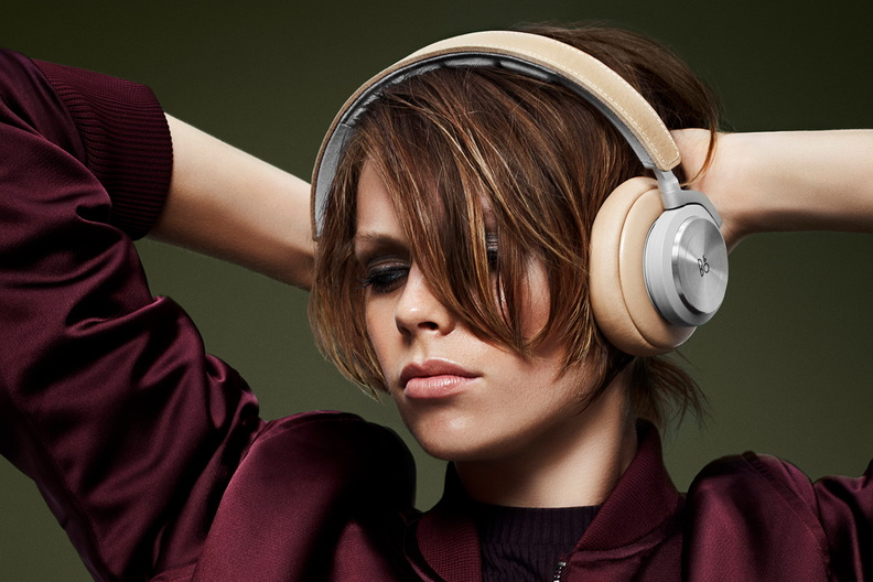 135613-headphones-news-bang-olufsen-beoplay-h7-wireless-headphones-cut-the-wires-but-not-the-class-image1-FoiuNJBrRh.jpg