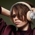 135613-headphones-news-bang-olufsen-beoplay-h7-wireless-headphones-cut-the-wires-but-not-the-class-image1-FoiuNJBrRh