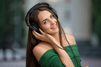 women-portrait-smiling-headphones-red-nails-depth-of-field-1173087-wallhere.com